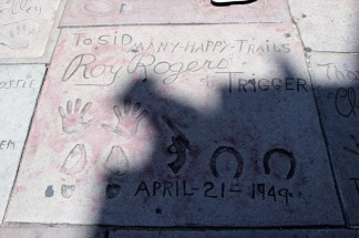 Chinese Theatre Concrete Hand Prints Hollywood (57)
